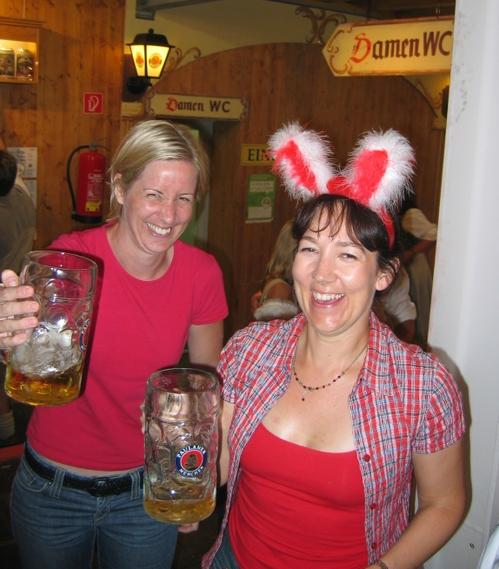 Munich 2006 38 Jeanne & Helen